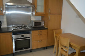 Modern and spacious 3 bed with a big separate lounge and garden ideal for sharers/students!