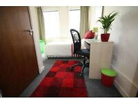 ** En-suite rooms now available * Bills included *close to Forser square train station & city centre