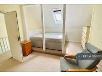 1 bedroom in Robinson Road, London, SW17 (#924303)
