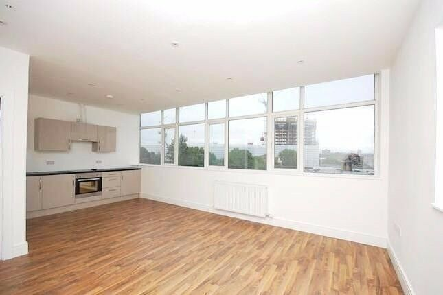 *New modern Studio Flat* next to South Bermondsey, Bills included