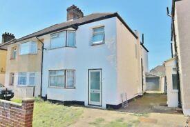 WELLING/ BEXLEYHEATH--- 4/5 Bedroom House (living + dinning room) -£1900 pm
