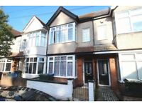 A Modern 5 Bedroom House, Currently With 2 Double En Suite Rooms Available Now-Working Professional!