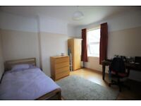 Studio Flat Available Dss Accepted Next To Tube Station