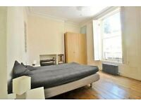 Stunning Modern Two Bedroom Flat Located Minutes Walk Away From Kilburn Station £500 p/w