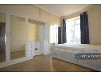 2 bedroom flat in Caledonian Road, London, N1 (2 bed) (#1060257)