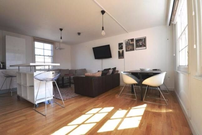 *NEW* luxury and modern flat next to Shadwell