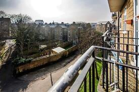 This 1 BEDROOM flat located in QUIET RESIDENTIAL STREET and conveniently located for transport links
