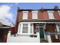 3 bedroom house in Aylett Road, Isleworth, TW7 (3 bed)