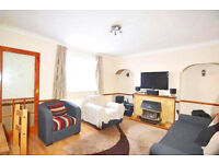 Fantastic and spacious 3 bed house with garden and lounge in Stratford...also DSS and Company LET