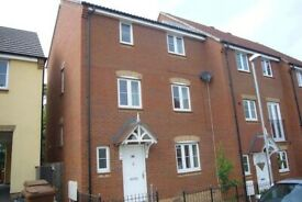 4 BED 2 BATH TOWN HOUSE * UNFURNISHED * QUITE LOCATION * 20 MIN EXETER * Nr BR STATION * PRIVATE
