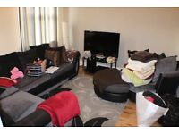 HIGH ROAD LEYTON FLAT 1 minute to CENTRAL LINE TUBE
