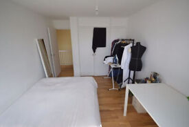 Spacious three bedroom (2 double, 1 single) in Islington- Deposit Free