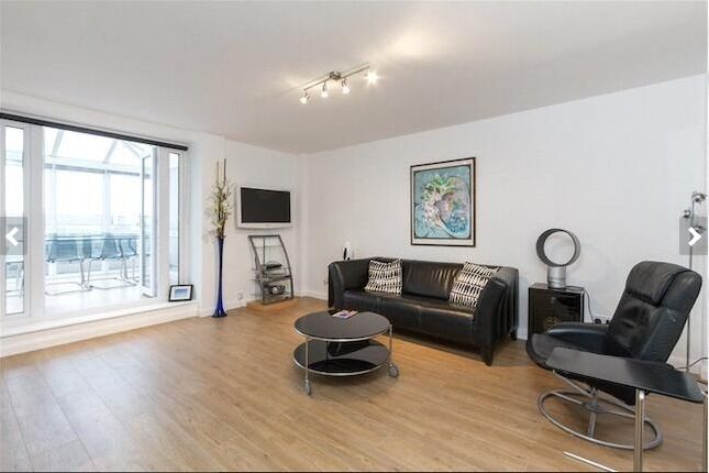 Amazing Studio Flat- 277 PW- includes a swimming pool, gym and 24 hour concierge.