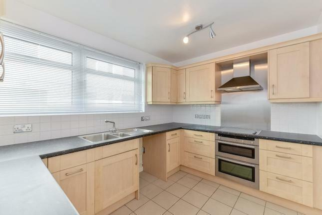 Amazing Location **Regents Park** 3 Bedroom property with SEPARATE RECEPTION