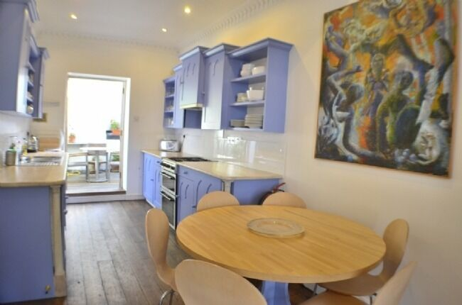 LUXURY 3 DOUBLE BED DUPLEX WITH TERRACE AVAILABLE RIGHT NOW IN BARNSBURY!