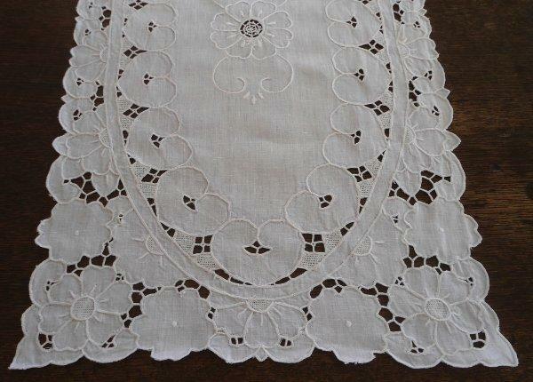"True Vintage Irish Linen Table Runner Cutwork Needle Lace Ivory 31"""
