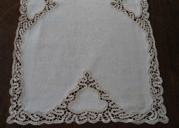 True Vintage Linen Bobbin Lace Table Runner Ecru Dresser Scarf 27""