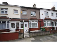 Cheap 3 bed flat with back garden ideal for sharers in East Ham available now!