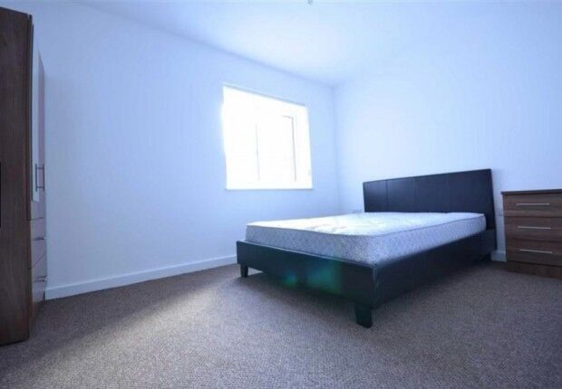 3 bedroom flat in Naoroji Street, London, WC1X