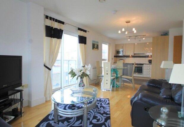 2 bedroom flat in Shernhall Street, London, E17