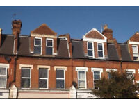 Great Location - studio flat 5 mins to Twickenhan Station - Available 3rd October.