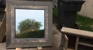 Miroir avec cadrage en vieux bois style bois de grange