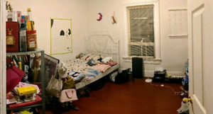 Queen / Bathurst bedroom for rent, $875 util. incl.