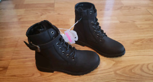 NWT size 1 Girls TCP Black Combat Boots