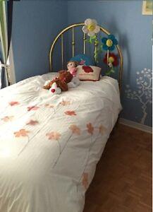 Child Bedroom Set / Chambre à coucher pour enfant
