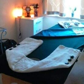 FEMALE QUALIFIED MASSEUSE (from£20) offers Lomi, Deep t.,Hot oil/stones, Bamboo,Head m.,Reflexology