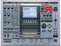 Roland MC 909 Sampling Groovebox with SD card and Tutorial DVD