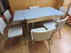 Retro dinning table and 6 chairs