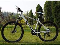 """White 2016 Giant Atx Mountain bikes """"NEW"""" boxed 26""""1.95 Medium Size"""