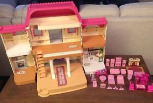 Fisher Price Foldable doll house with accessories