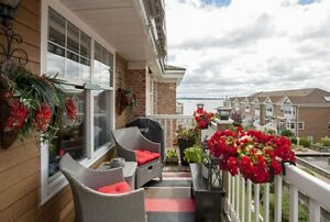 17-075 Gorgeous Condo. Great view. Heat hw included! 2 pkg spots