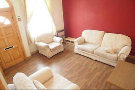 2 BEDROOM HOUSE £325 PPPM - KELSALL GROVE, HYDE PARK