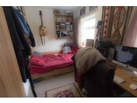 Double room available in 4 bed house in Burley