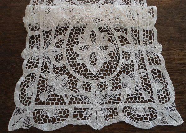 Vintage Set Point Venise Needle Lace Placemats Table Runner Ecru Floral Doilies
