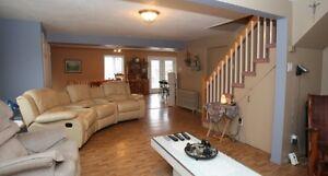 Maison à étage avec garage à vendre à St-Hyacinthe Saint-Hyacinthe Québec image 2
