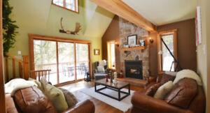 Chaleureux chalet près de Val-David, avec foyer et près d'un spa