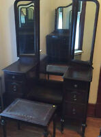 ANTIQUE KNECHTEL WALNUT SEVEN PIECE BEDROOM SET
