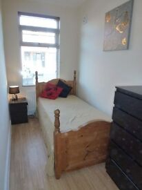 Single Room with wifi and bills included, Swindon town centre