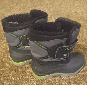 Size 9 boys winter boots