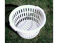 Outdoor laundry basket and 130 pegs