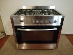 Freestanding stove/ oven