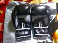 Sabre 10oz Boxing / Muay Thai gloves BRAND NEW