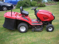 RIDE ON LAWN MOWER LAWNFLITE 605 WITH GRASS COLECTOR