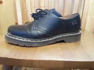 LIKE NEW Dr. Martens size 9M