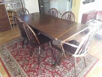 Lovely farmhouse solid oak dining table and 6 chairs. Includes 2 carver chairs. Excellent condition