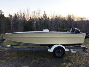 16' Fibre Glass Boat 40 HP Mercury Marine Outboard and Trailer